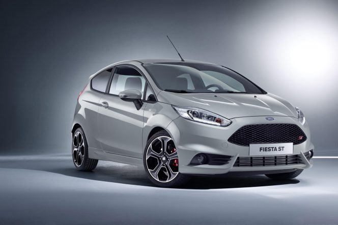 Ford Fiesta ST200 Front 3Q 01